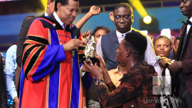 Pastor Chris Oyakhilome LIMA